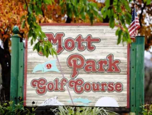 Mott Park Golf Course, CLOSED 2011,Flint, Michigan,  - Golf Course Photo